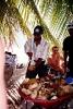 Доминикана. На острове Саона кокосы разделывают и предлагают туристам