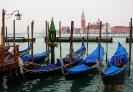 Италия. Гондолы в Венецианской лагуне